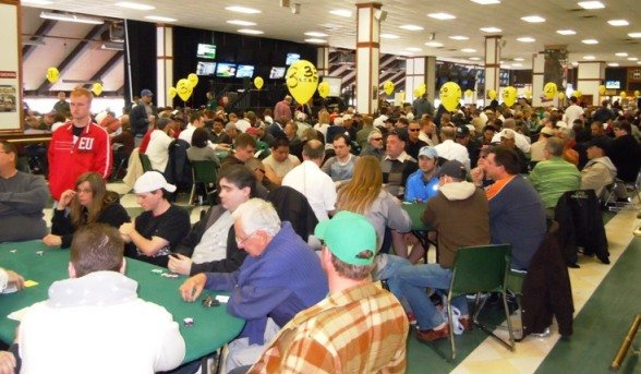 93__588x380_full-room-photo-of-last-years-wsop-super-satellite